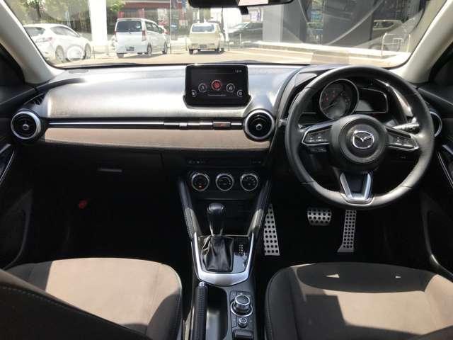 「Mist Maroon」は、洗練された色と素材にこだわり、ドアトリムや助手席前のインパネ、シートに肌触りのよいグランリュクス(スエード調人工皮革)を採用しました。