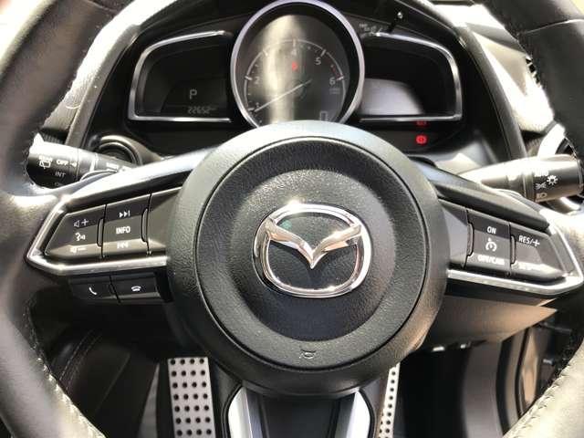 ☆ステアリング左側には、オーディオリモートコントロールスイッチ、右側にはクルーズコントロールスイッチが備わっております。☆