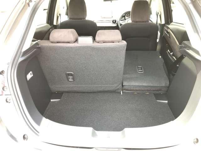☆後席のシートバックは6対4の比率で倒せる分割可倒式。片側を倒して長い荷物等載せることができます。