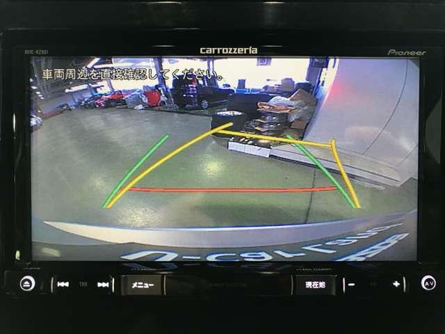 ご覧のように後方の死角をサポートしてくれるバックカメラ付きとなっております☆