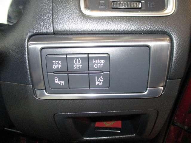 車両装備の各種スイッチはこちらに集約されております。