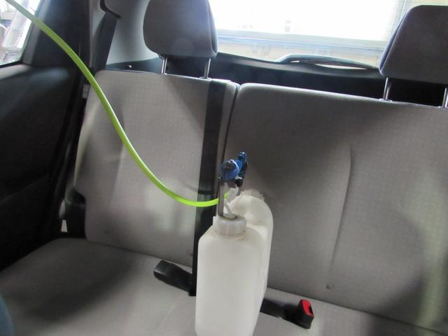大型消臭剤噴霧器で、エアコン内部・天井・カーペット・リヤシートまで人体に優しい専用消臭剤で徹底消臭します。