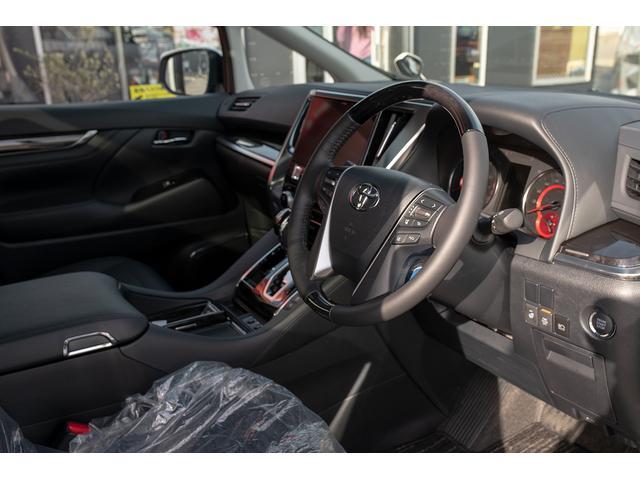 広々とした運転席周りで、ストレスなく遠出ドライブをお楽しみいただけます!運転席も電動シートとなっており、お好きなドライブポジションに設定可能です!