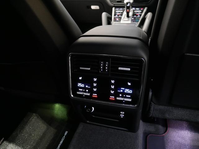 ターボ ティプトロニックS 4WD ライトウェイトSPKG (10枚目)