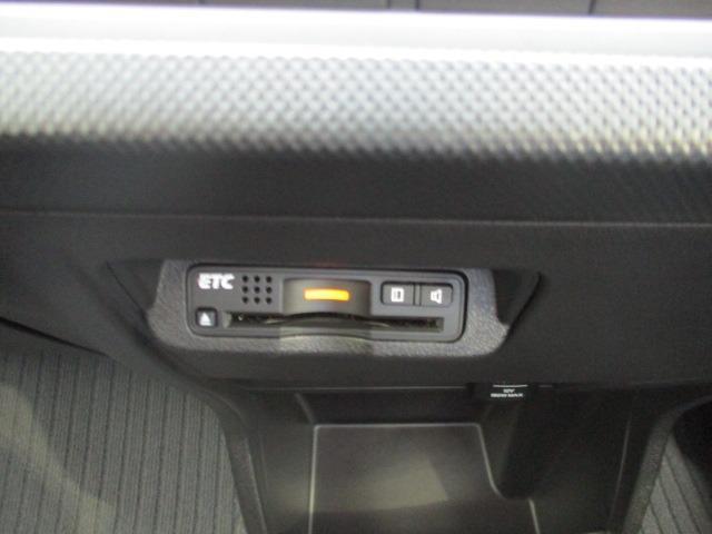 G ジャストセレクション 禁煙車 純正ナビ 1セグTV CD DVD USB Bluetooth バックカメラ スマートキー ETC オートライト HID 横滑り防止 盗難防止装置 3列シート ウォークスルー スタッドレス付(6枚目)