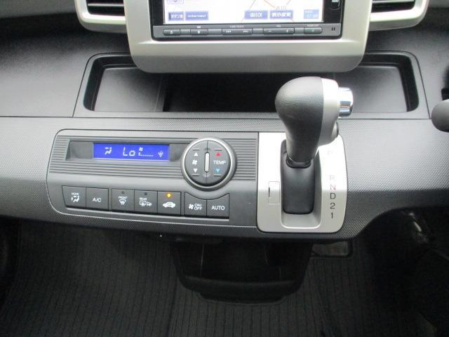G ジャストセレクション 禁煙車 純正ナビ 1セグTV CD DVD USB Bluetooth バックカメラ スマートキー ETC オートライト HID 横滑り防止 盗難防止装置 3列シート ウォークスルー スタッドレス付(33枚目)