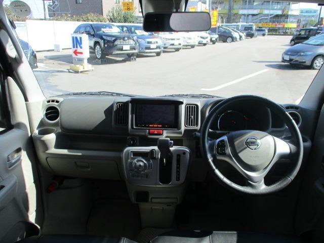 E 4WD 禁煙1オーナー 衝突軽減 地デジSDナビ ブルートゥース バックカメラ オートAC シートヒーター 左側電動ドア スマートキー&プッシュスタート オートライト フォグ HID 14インチアルミ(2枚目)