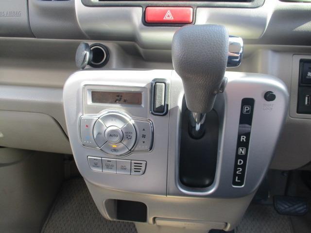 E 4WD 禁煙1オーナー 衝突軽減 地デジSDナビ ブルートゥース バックカメラ オートAC シートヒーター 左側電動ドア スマートキー&プッシュスタート オートライト フォグ HID 14インチアルミ(3枚目)