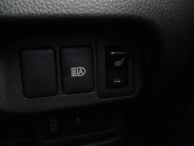 Tセーフティパッケージ 禁煙車 ターボ 衝突軽減 地デジ全方囲カメラSDナビ Bluetooth DVD アイドリング スマートキー ミラーウインカー シートヒーター LEDヘッドライト フォグ オートAC 純正アルミ(12枚目)