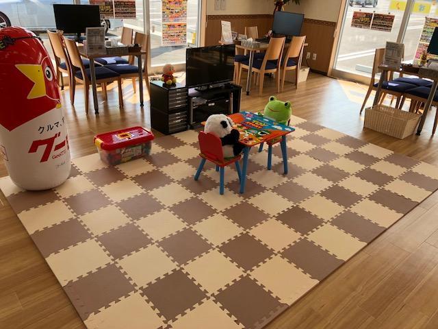 キッズコーナー♪TVゲーム&マリオカートアーケード版♪おむつ交換台もご用意してますので、小さなお子様連れでもOK!家族揃って安心してお越しください!