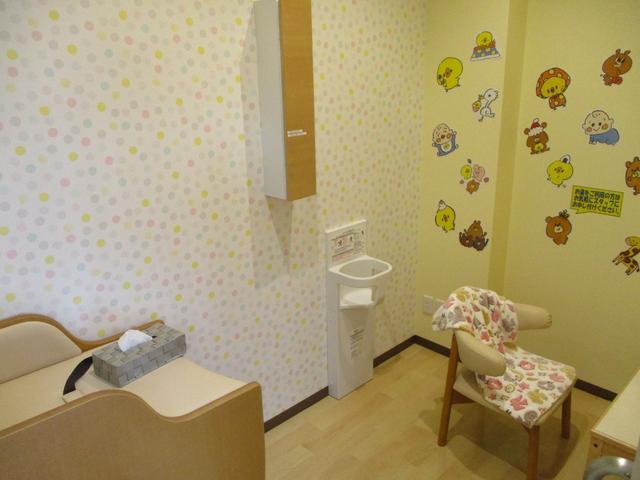 おむつ替え・授乳が出来る個室もございます(^^♪除菌済みで清潔な空間となております。