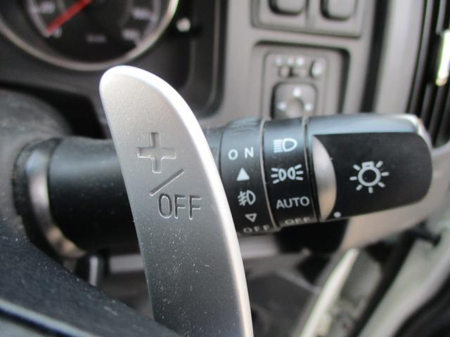 D パワーパッケージ ディーゼルターボ 4WD-東京仕入車-走行28553km 禁煙 走行28553km 7人乗り 後席モニター 両側自動ドア クルーズコントロール シートヒーター 地デジナビ Bカメラ HID 純正アルミ(31枚目)