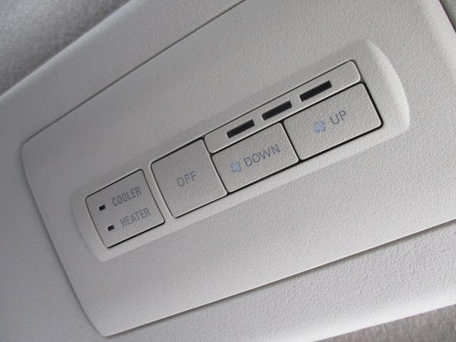 D パワーパッケージ ディーゼルターボ 4WD-東京仕入車-走行28553km 禁煙 走行28553km 7人乗り 後席モニター 両側自動ドア クルーズコントロール シートヒーター 地デジナビ Bカメラ HID 純正アルミ(44枚目)