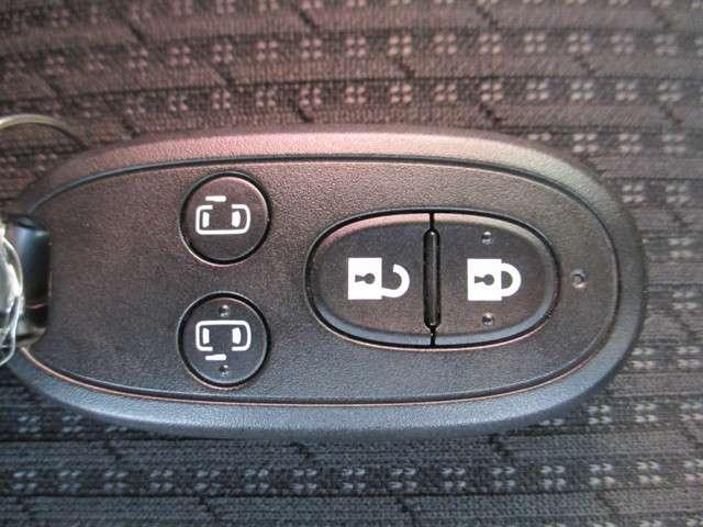 キーレスオペレーションキーです。ポケットやカバン等に入れたままでドアロックの開閉、エンジンの始動が出来ます。とっても便利ですよ。