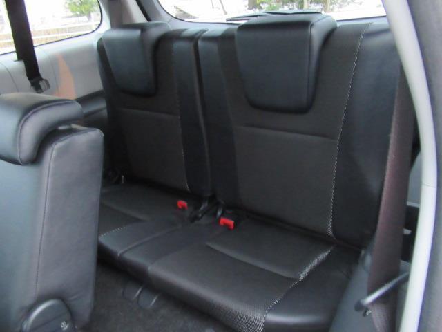 1.8Sモノトーン 4WD フルセグ メモリーナビ DVD再生 ミュージックプレイヤー接続可 バックカメラ ETC HIDヘッドライト 乗車定員7人 記録簿(7枚目)