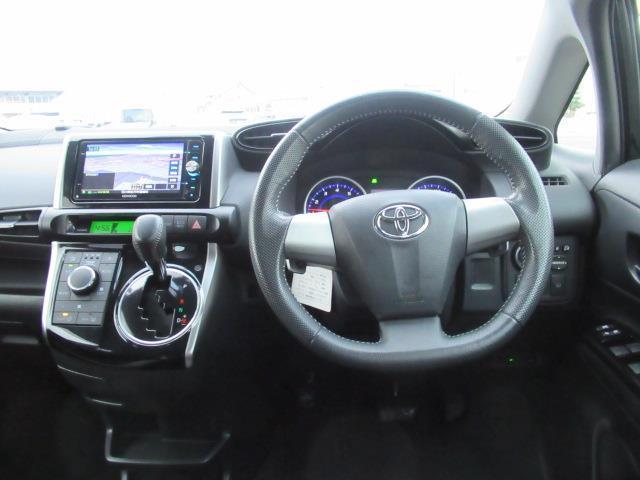 1.8Sモノトーン 4WD フルセグ メモリーナビ DVD再生 ミュージックプレイヤー接続可 バックカメラ ETC HIDヘッドライト 乗車定員7人 記録簿(11枚目)