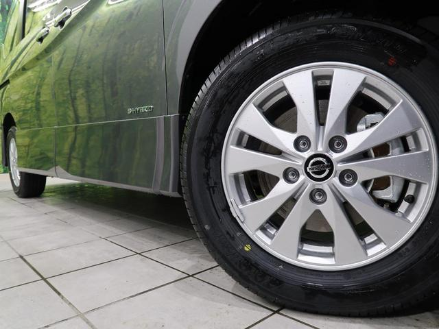 純正の15インチアルミホイールが装備されております。当社にて社外製品や冬タイヤの取り扱いもございますのでお好みで御納車までに社外アルミホイールに変更も可能ですよ♪