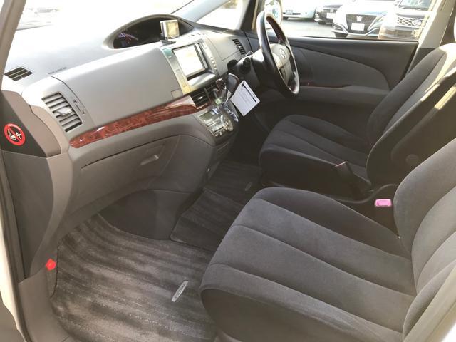 毎回座るフロントシート。運転席は必ず使用する部分ですので、座り心地が重要です!