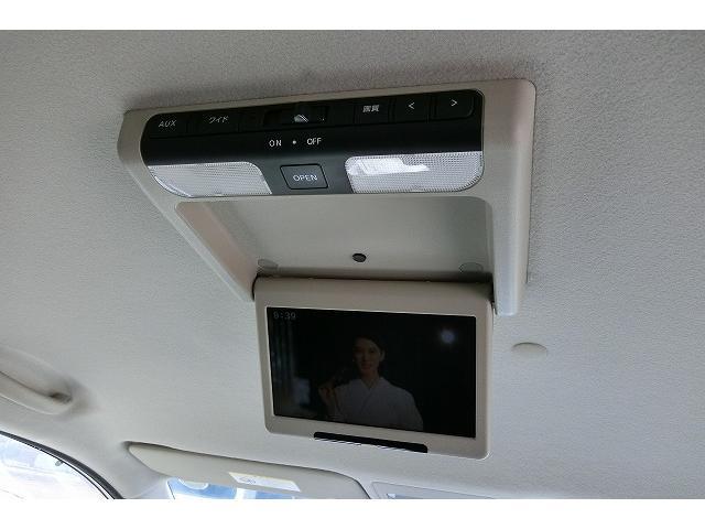後席専用モニター(¥101835)付きで地デジやDVDをお楽しみ頂けます