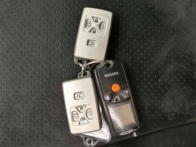 両側オートスライドドア、パワーバックドア開閉機能付きスマートキー、エンジンスターター(¥81,900)付き