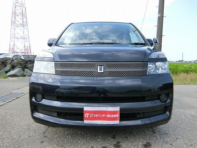 ユーザー買取車のヴォクシーXがご入荷致しました。