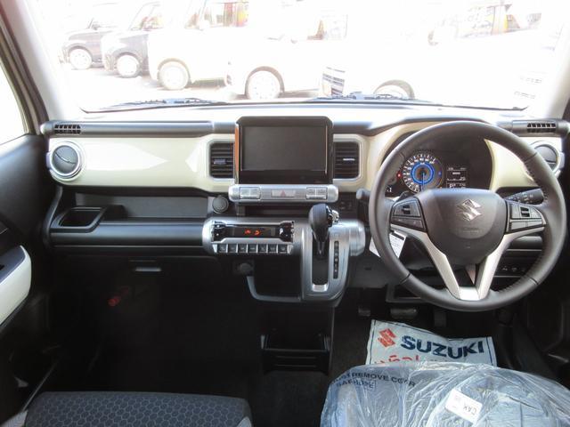 SUVのような雰囲気を出しつつもおしゃれさは大事にしている、そんな雰囲気の内装です。