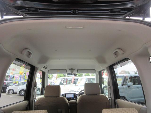 天井高があるので車内が広く感じます。