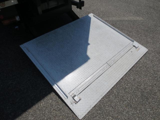2t 冷蔵冷凍車ゲート付(12枚目)