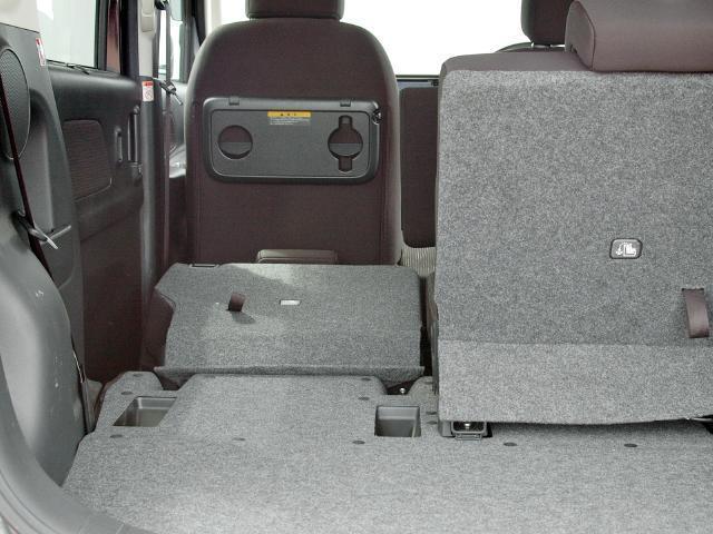 ラゲッジスペースです。リヤシートは可倒式で大きな荷物の搭載にも使えます。
