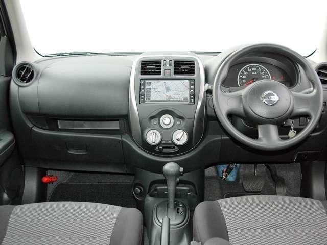 柔らかな守られ感と運転の楽しさを提供するインテリアです。
