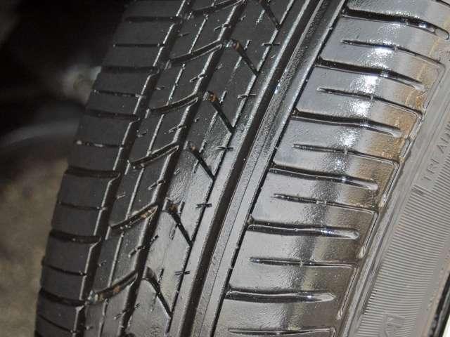 タイヤ溝も十分残っています。