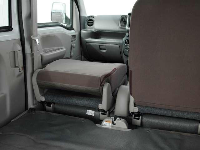 助手席前倒し機構が付いていますので長尺物も余裕で積めます。