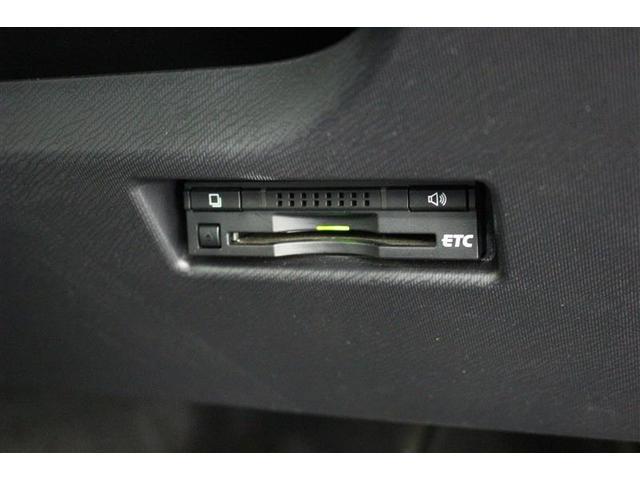 【ビルトインETC】高速道路の料金所をスムーズに通過できるETC!寒い日や風が強い日に窓を開けてお金の受け渡しをしなくて済むのもいいですよね♪邪魔にならずキレイに納まるビルトインタイプです。