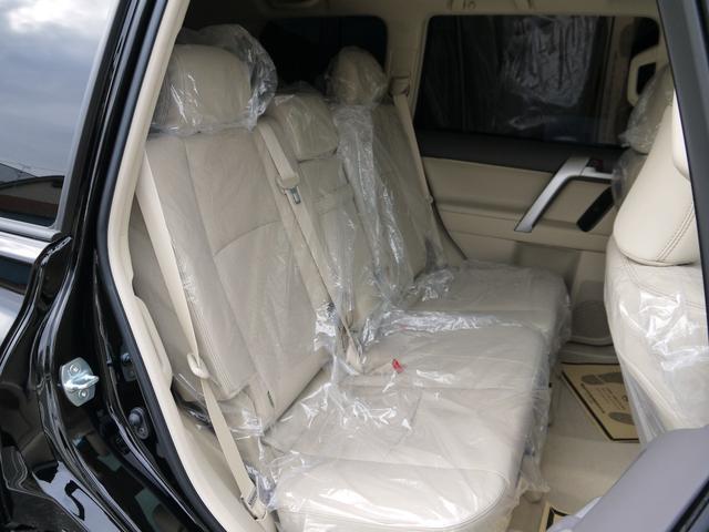 ベージュレザーシート シートベンチレーション・シートヒーター 登録済み未使用車
