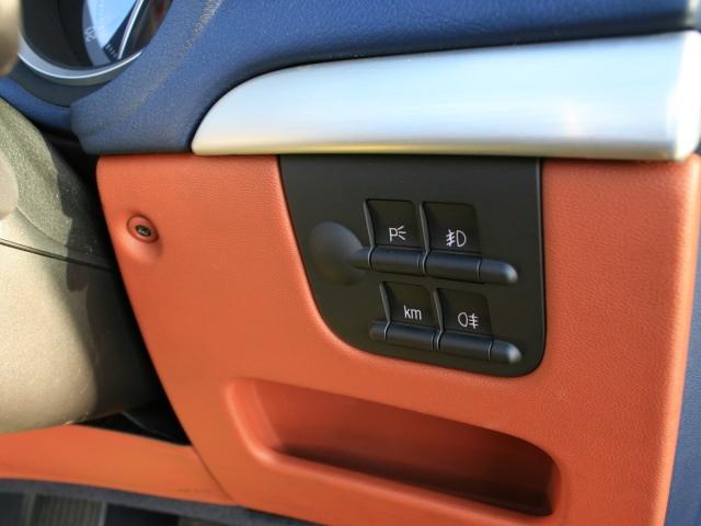 3.2 JTS Q4 Qトロ ディスティンク 右ハンドル スポーツモード付AT車(27枚目)