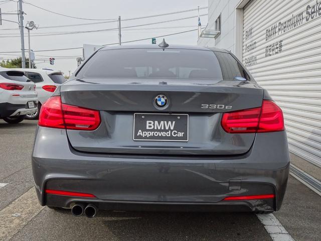 330e Mスポーツアイパフォーマンス 認定中古車 アクティブクルーズコントロール ヘッドアップディスプレイ レザーシート フロントシートヒーター 被害軽減ブレーキ 前車接近警告 車線逸脱警告 純正ナビゲーション Bluetooth(4枚目)