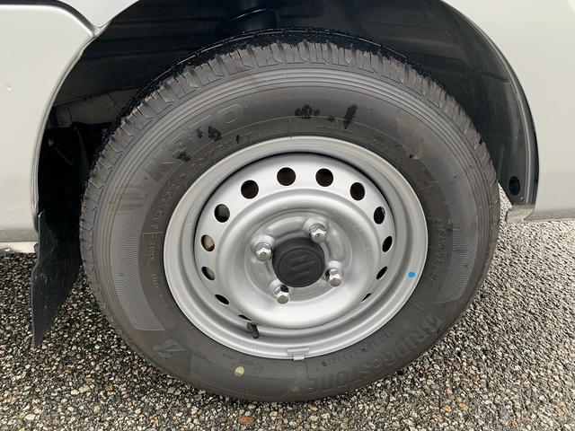 KCエアコン・パワステ 4WD 5MT 新品タイヤ エアバック(10枚目)