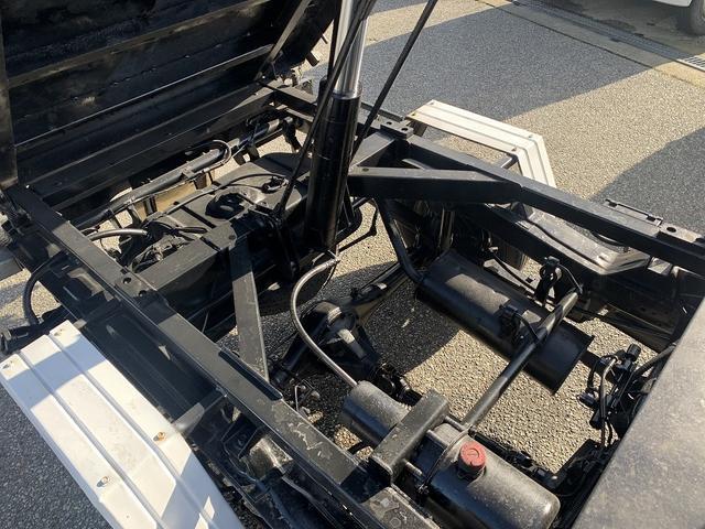 ダンプ 4WD エアコン パワステ 5MT 新品タイヤ(18枚目)