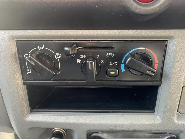 ダンプ 4WD エアコン パワステ 5MT 新品タイヤ(32枚目)