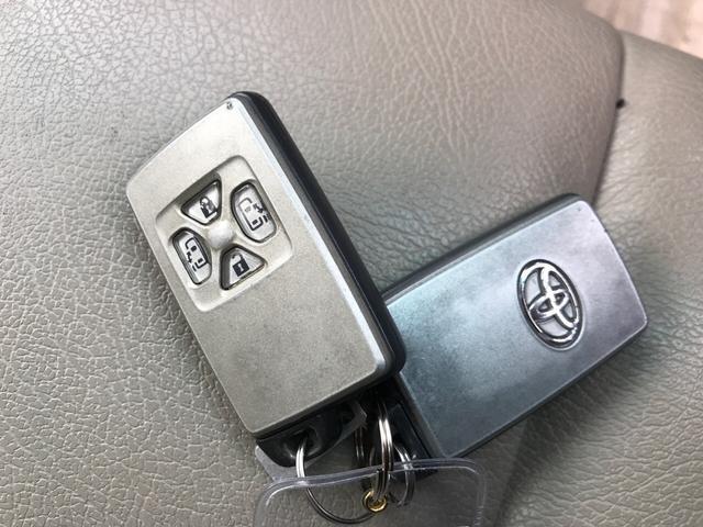付いてて便利!とても人気の高い装備のスマートキーシステム。キーを携帯しているだけで、ドアロックの開閉並びにエンジンの始動が可能な装備です。プッシュスタートですのでエンジンの始動もボタンを押すだけです