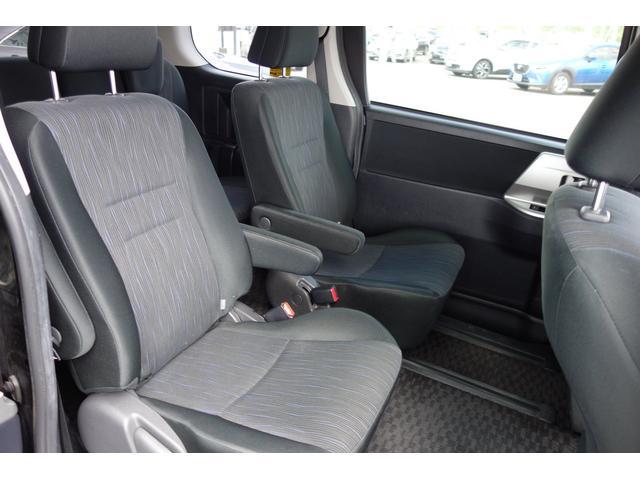 トヨタ ヴォクシー ZS 2年間走行無制限保証