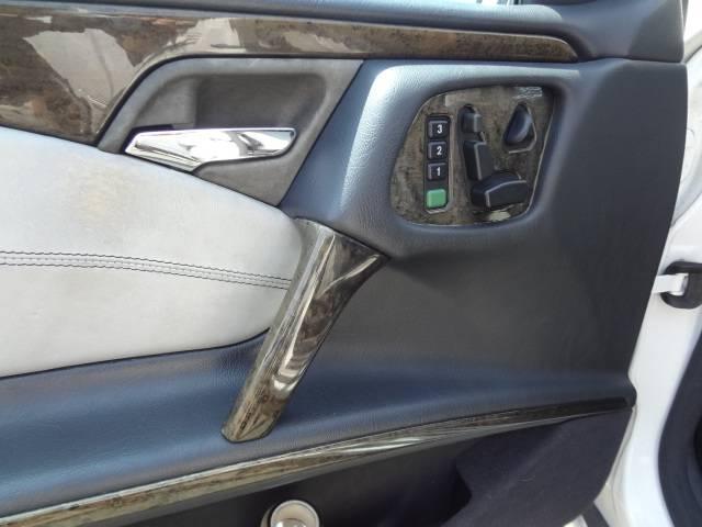 高級車ならではのパワーシート完備です。