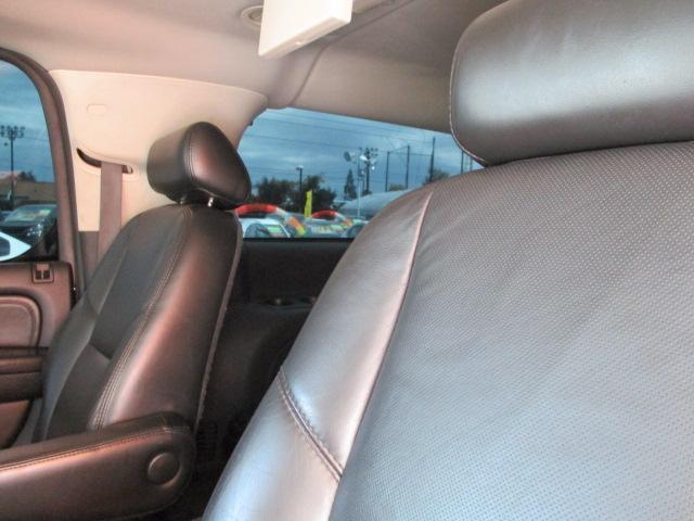 キャデラック キャデラック エスカレード ESV 4WD 国内対応ナビ ツインフリップダウンモニター