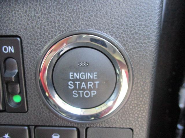 プッシュスタートです。スマートキーなのでカギの開け閉めやエンジンを掛けるのも楽になります。