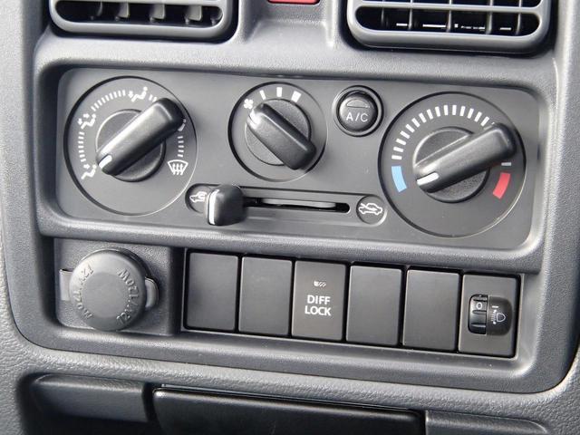 KCエアコン・パワステ農繁仕様 届出済未使用車 切替4WD 純正FMAMラジオチューナー デフロック 作業灯 アッパーメンバーガード アンクルポストプロテクター リアゲートチェーン Hライトレベライザー ABS ダブルエアバック(25枚目)