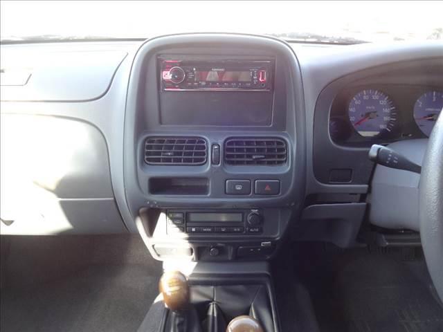 ダブルキャブAX ピッアップ ディーゼルターボ 切替4WD 5速マニュアル車 キーレス ワイパーデアイサー オートAC(10枚目)