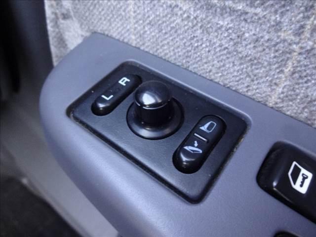 ダブルキャブAX ピッアップ ディーゼルターボ 切替4WD 5速マニュアル車 キーレス ワイパーデアイサー オートAC(12枚目)