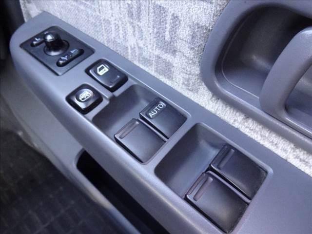 ダブルキャブAX ピッアップ ディーゼルターボ 切替4WD 5速マニュアル車 キーレス ワイパーデアイサー オートAC(13枚目)