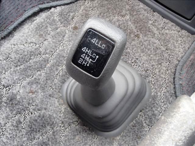 スーパーエクシード 切替4WD センターデフロック クリスタルライトルーフ タイベル交換済 オートステップ フォグランプ オートライト コーナーセンサー デアイサー 回転シート ウォークスルー(32枚目)