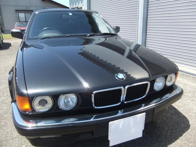 平成5年式 BMW730iをご紹介させて頂きます。走行距離も少なく内外装の程度が良好な貴重な一台です。